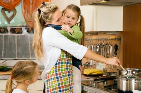 Как отвлечь малыша когда вы заняты?